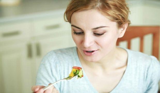 zena-jede
