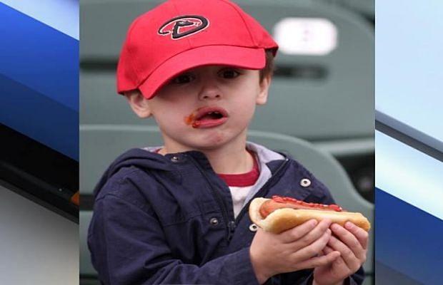 dijete-jede-hot-dog